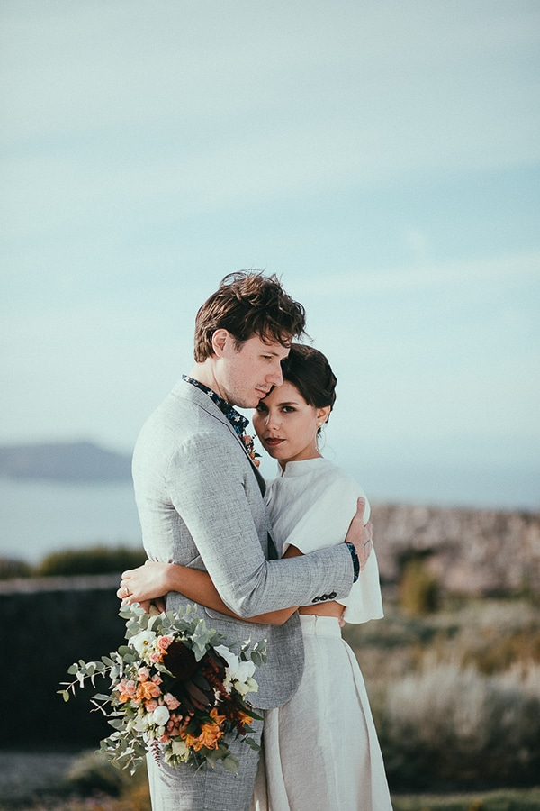 modern-romantic-elopement-santorini-_03