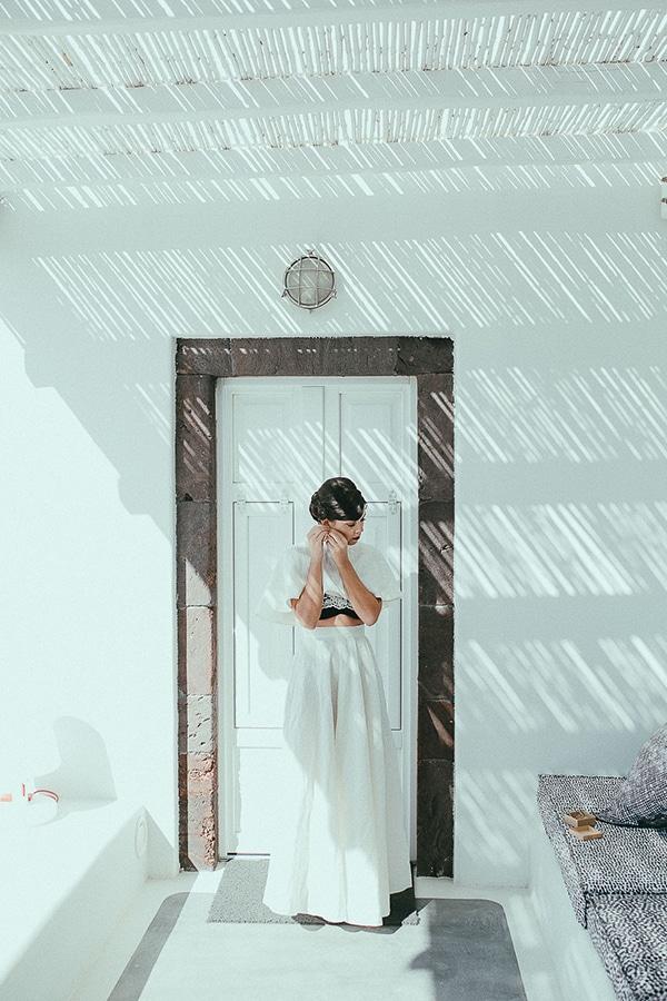 modern-romantic-elopement-santorini-_09
