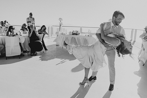 intimate-wedding-minimal-details-santorini_18