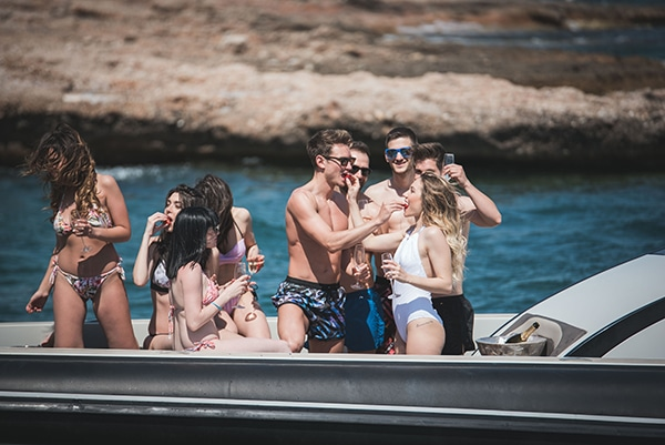prewedding-beach-party-shoot_19