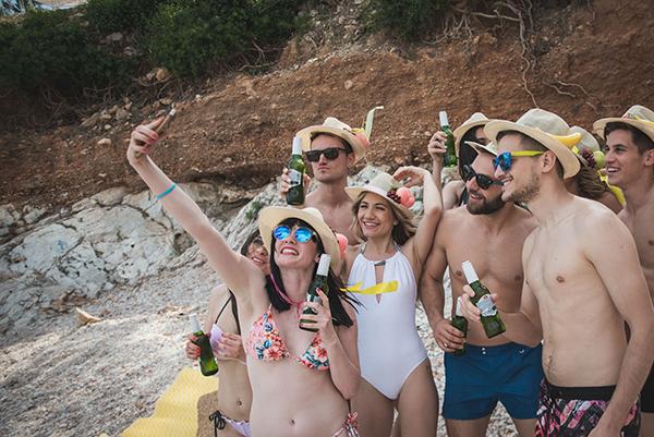 prewedding-beach-party-shoot_29