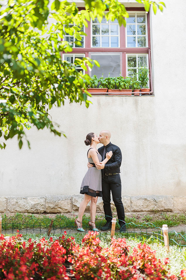intimate-civil-ceremony-greenery-background_11