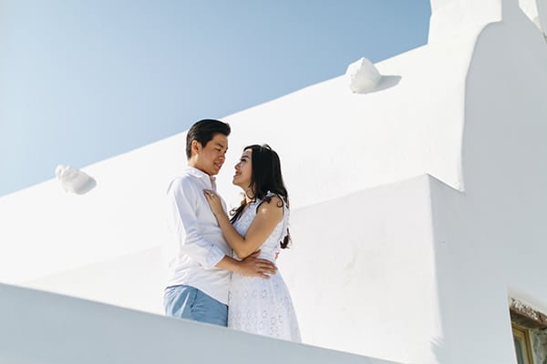 Romantic engagement session in Santorini