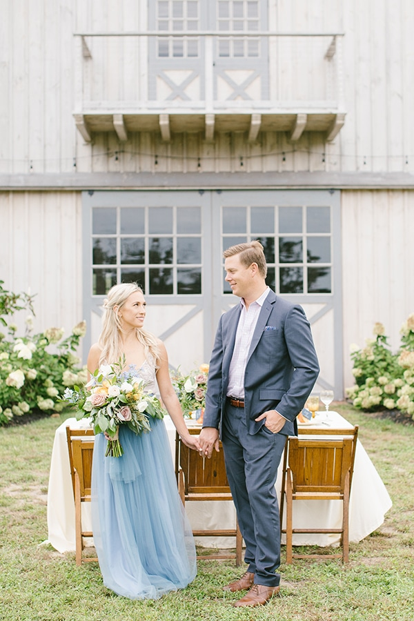 Romantic shoot in blue and gold hues