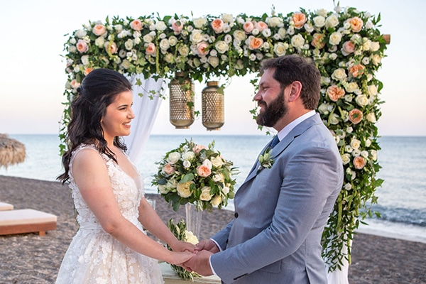 dreamy-wedding-santorini-peach-white-colors_18