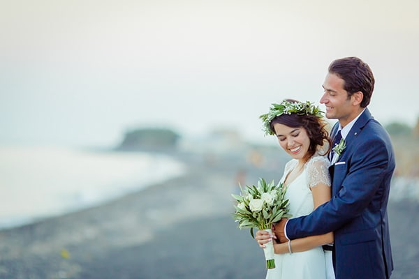 beautiful-beach-wedding-santorini_03