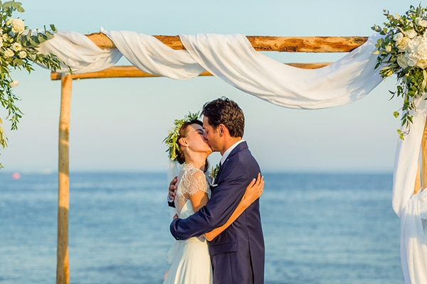 beautiful-beach-wedding-santorini_14