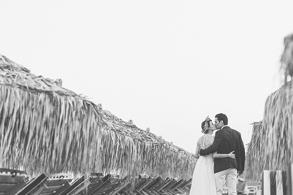 beautiful-beach-wedding-santorini_17