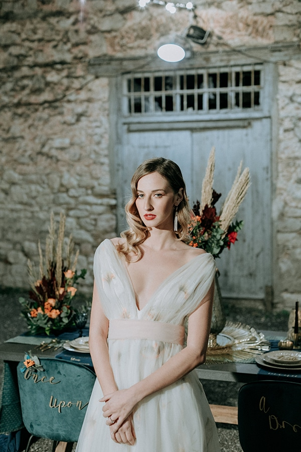 breathtaking-fairytale-styled-shoot-greece_40