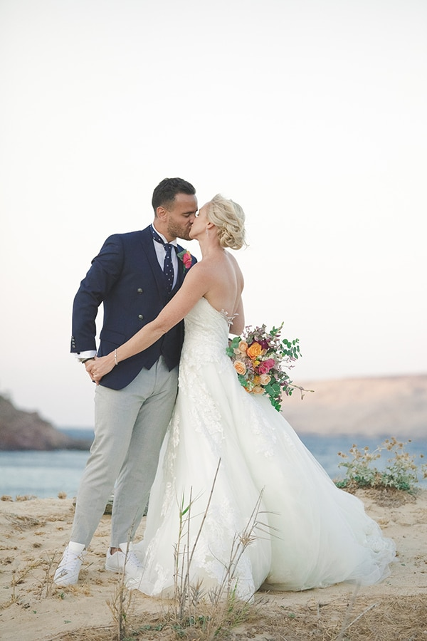 beautiful-wedding-colorful-details-mykonos_03