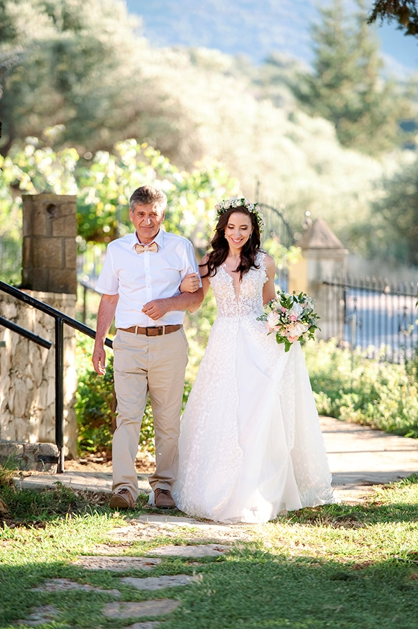 lovely-rustic-winery-wedding-crete_17