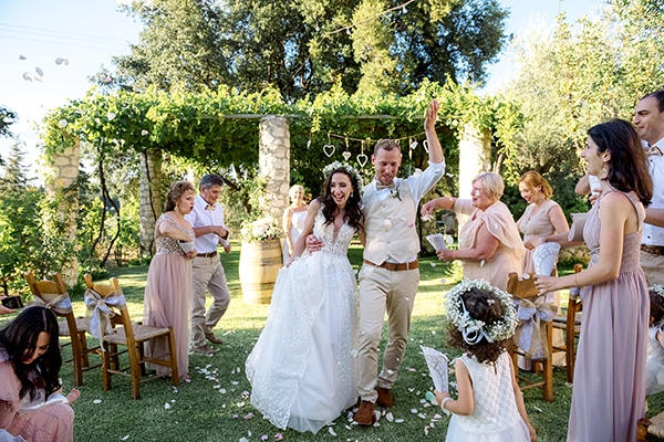 lovely-rustic-winery-wedding-crete_21