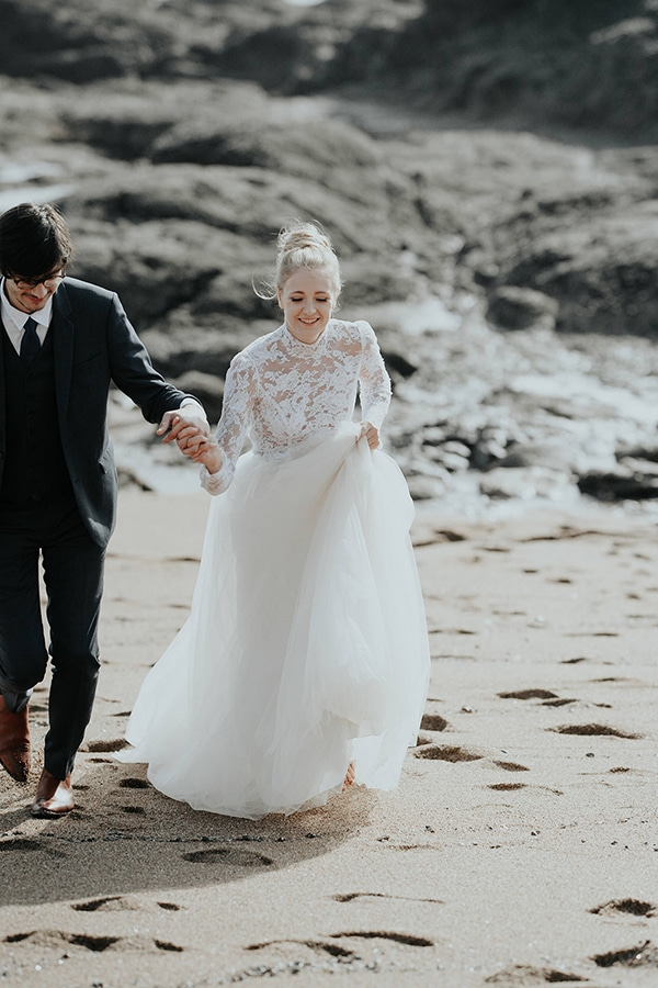 romantic-winter-elopement-ocean_05x