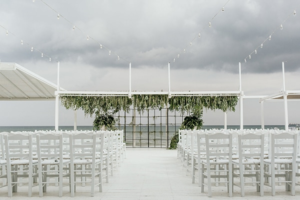 beautiful-beach-wedding-white-green-hues_18