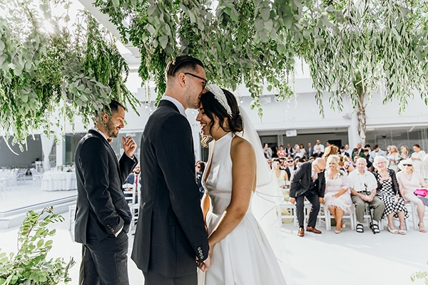 beautiful-beach-wedding-white-green-hues_27
