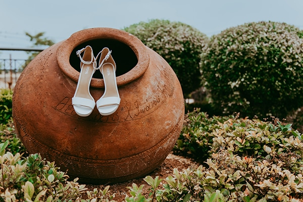 rustic-wedding-greenery-white-hues_03