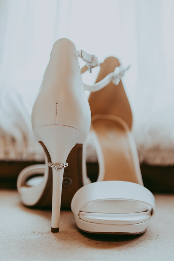rustic-wedding-greenery-white-hues_05