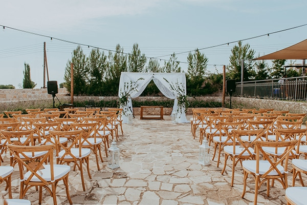rustic-wedding-greenery-white-hues_17