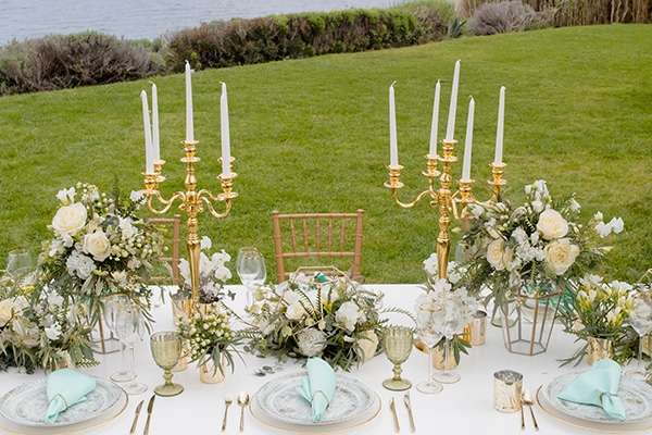 elegant-luxury-styled-shoot-gold-white-hues_02x