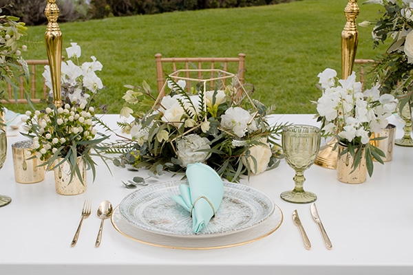 elegant-luxury-styled-shoot-gold-white-hues_17