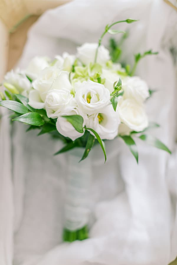 romantic-wedding-corfu-green-white-hues_05x