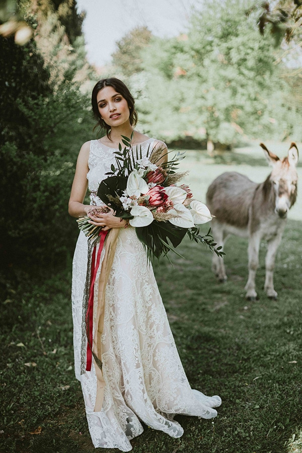 bohemian-chic-styled-shoot-rustic-wild-elements_04x