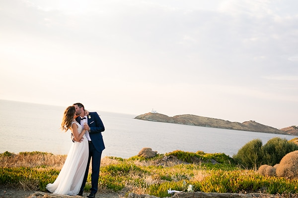 Elegant wedding in Kea in blue hues