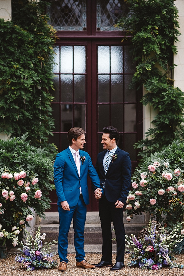 gorgeous-styled-shoot-navy-hues-gold-luxury-details_08