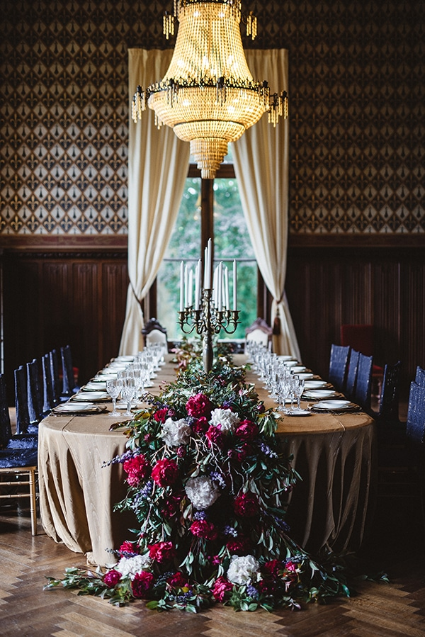 gorgeous-styled-shoot-navy-hues-gold-luxury-details_16