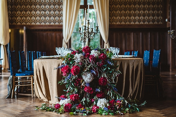 gorgeous-styled-shoot-navy-hues-gold-luxury-details_20