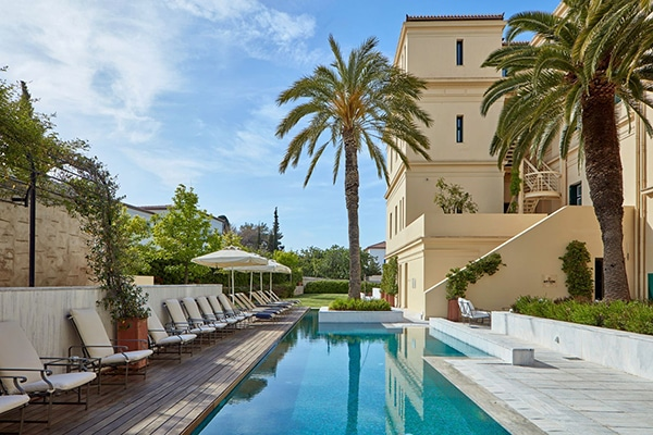 relaxing-unforgettable-honeymoon-moments-poseidonion-grand-hotel_02