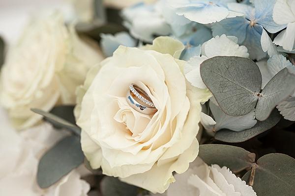 romantic-intimate-blue-white-wedding-santorini_07