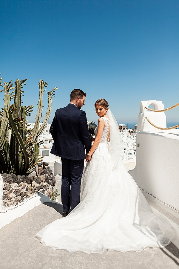 romantic-intimate-blue-white-wedding-santorini_30