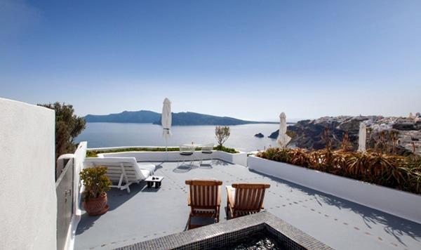 unforgettable-honeymoon-santorini-ikies-traditional-houses_01