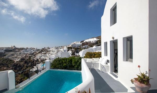 unforgettable-honeymoon-santorini-ikies-traditional-houses_02