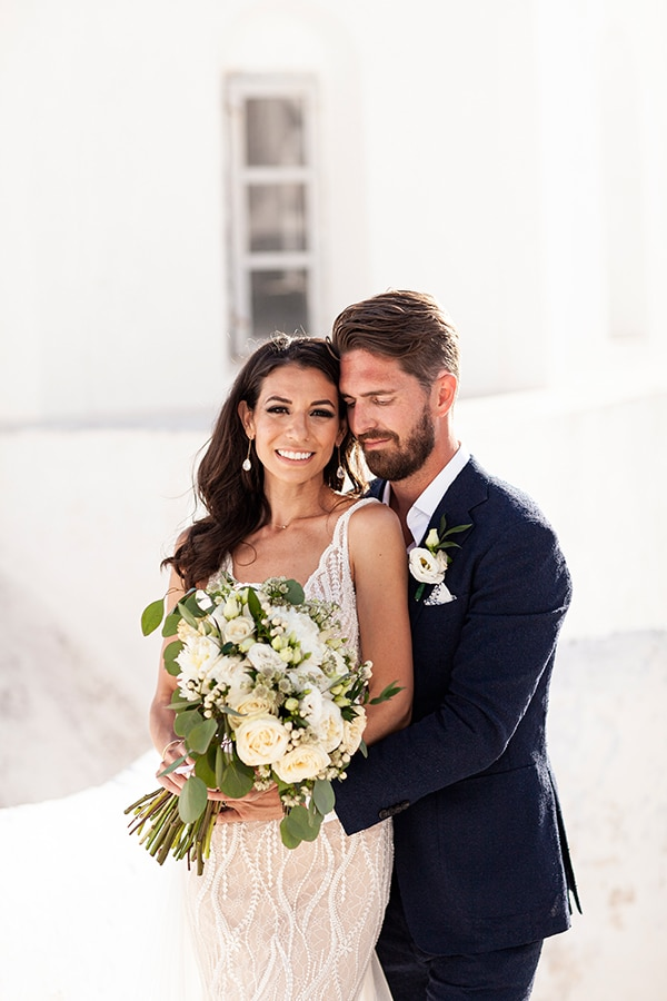 romantic-wedding-santorini-white-fresh-flowers-greenery_02