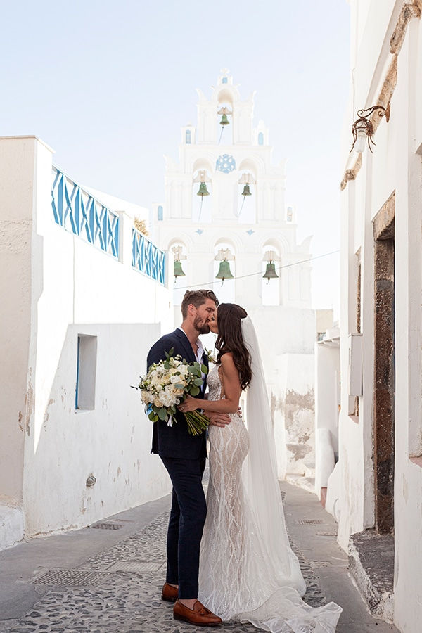 romantic-wedding-santorini-white-fresh-flowers-greenery_05