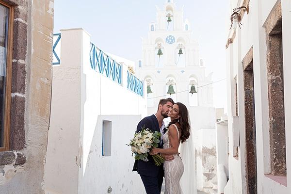 romantic-wedding-santorini-white-fresh-flowers-greenery_06