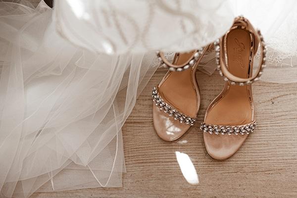 romantic-wedding-santorini-white-fresh-flowers-greenery_08