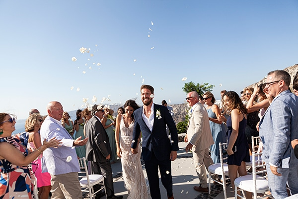 romantic-wedding-santorini-white-fresh-flowers-greenery_27