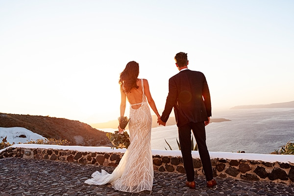 romantic-wedding-santorini-white-fresh-flowers-greenery_33