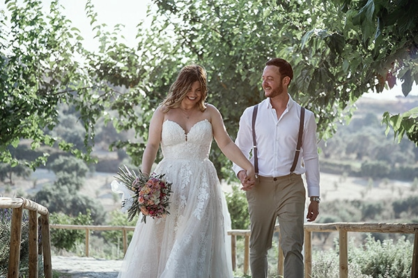 Boho wedding with rustic details in Rethymno | Victoria & Gareth