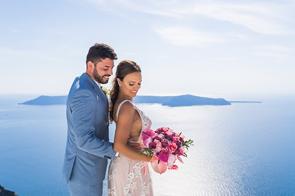 beautiful-intimate-santorini-wedding-fresh-fuchsia-flowers_01