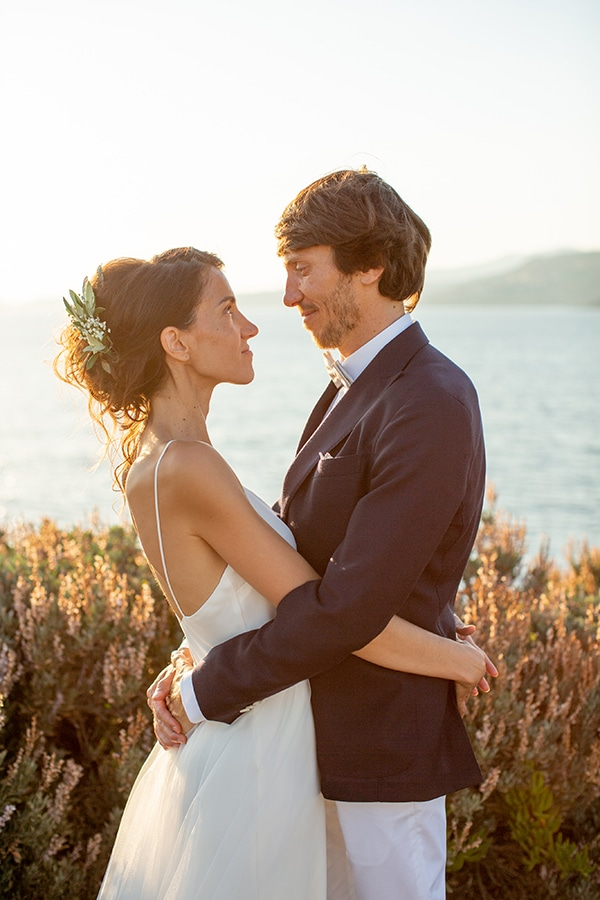 Gorgeous natural wedding in Athens with white flowers | Emilie & Jean-Pierre