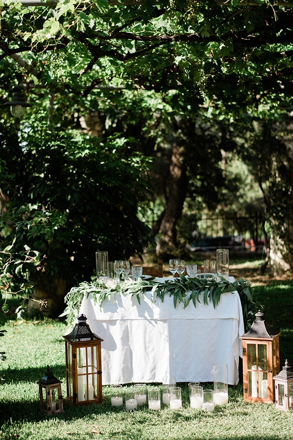 intimate-destination-elopement-crete-greenery-white-flowers_15