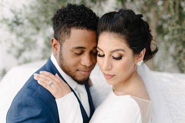 Intimate elegant wedding with white roses in Santorini   Alba & Jermaine