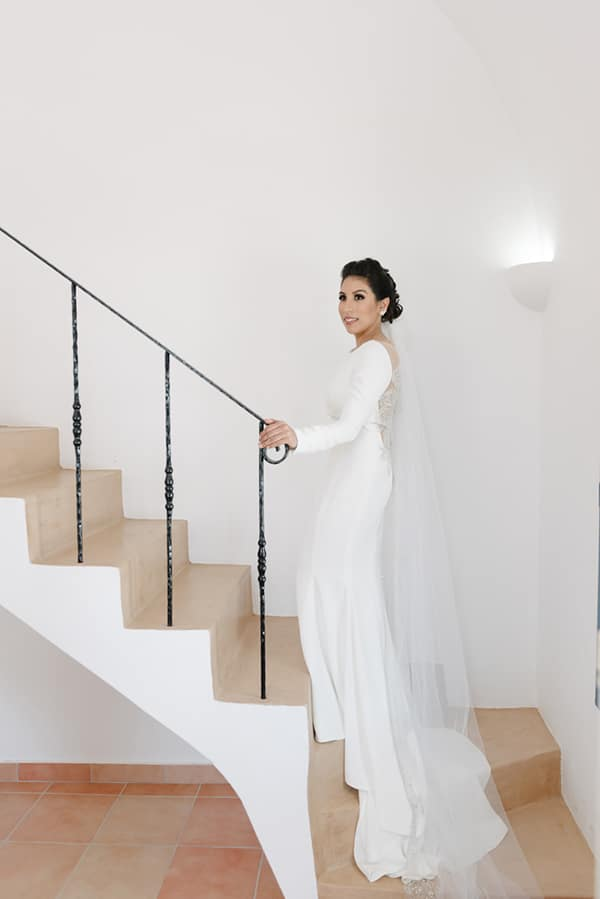 intimate-elegant-wedding-white-roses-olive-branches_06