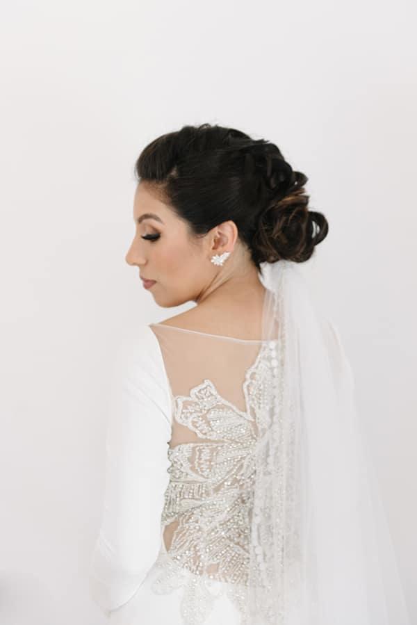 intimate-elegant-wedding-white-roses-olive-branches_07