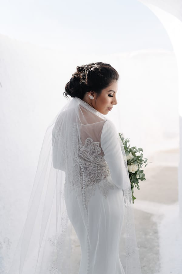 intimate-elegant-wedding-white-roses-olive-branches_16
